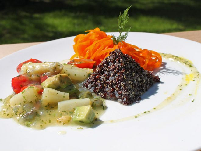 Ayurveda Rezept: Avocado-Spargel-Salat an Karottenheu und schwarzem Quinoa | Ayurveda Parkschlösschen Health Blog